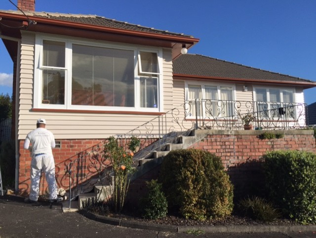 PictureKowhai Painting Company - Meadowbank House Exterior Painting Testimonial